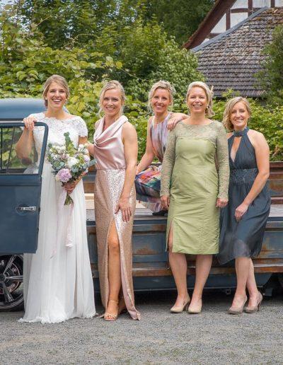Brautkleid Annina mit Abendkleidern (4)