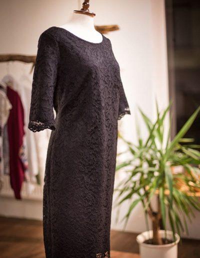 Kleid, maßgeschneidert, Spitze und Jersey, Rückenausschnitt (3)